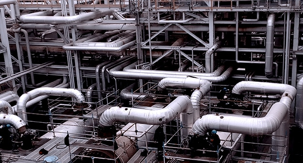 engineering services for oil and gas sector with engineers working in a petrochemical plant